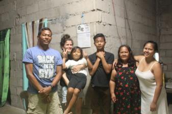 Elvira-family + volunteer 1